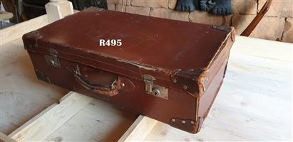 Antique Leather Suitcase (715x405x210)