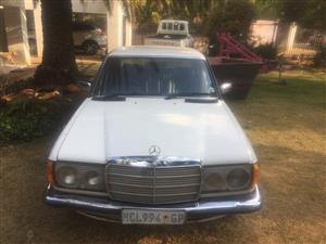 1981 Mercedes Benz 200E
