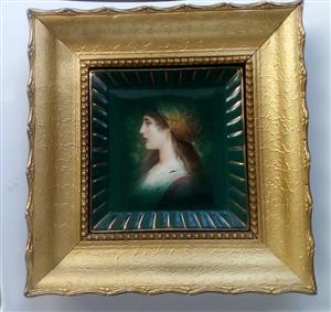 Be Part of History 18th Century Lady Gold-Coloured Frame!!