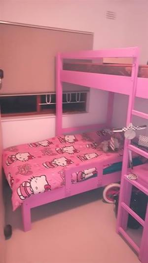 Double bunk bed pink.