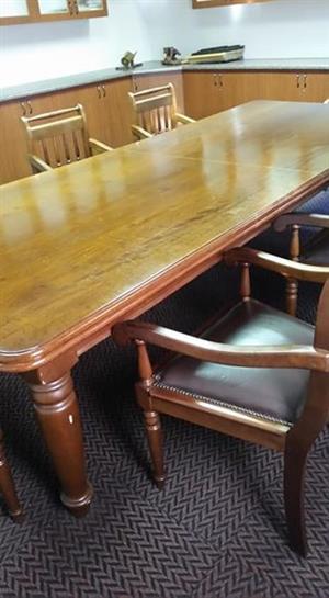 Raadskamer tafel
