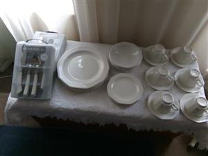 Dinner ware and cutlery set