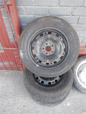 Golf 4 steel rims with tyres for sale
