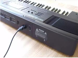 E-500 ROLAND ORGAN KEYBOARD +FOOT PEDAL AND CASE