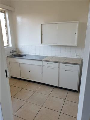 Spacious 3 bedroom flat to rent in Mondeor