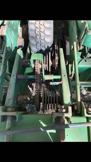 JD 7000 Finger Planter