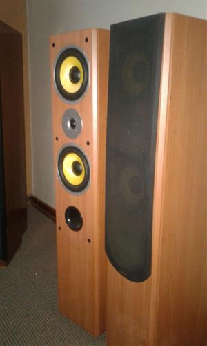 Hi Fi loudspeakers