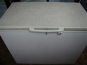Defy 320L Chest Freezer