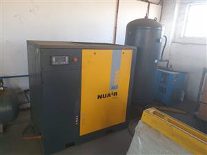 VEGA SCREW DRIVEN COMPRESSOR WITH AIR TANK AND AIR DRYER