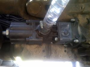 Crane mounting and hydraulic installation