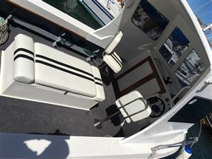 21 Foot Mallards mono hull cabin ski boat with 2 x 100 HP four stroke motors