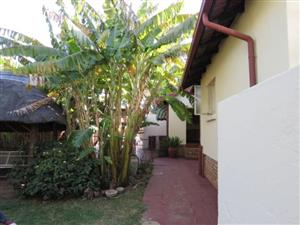 Suiderberg * Spacious, neat family home on 507 m2 stand * 3 bed / 2 bath * Lapa* Jacuzzi