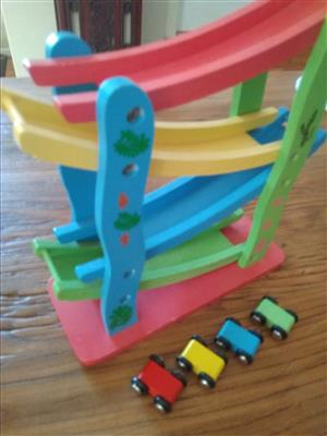 Wooden ramp and cars set