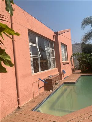 3 Bedroom house FOR SALE Allens Nek / Constantia Kloof border, Roodepoort