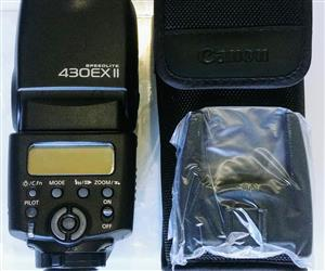 Canon Speedlite 430EX II flashlight for sale.