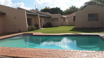 Bachelors Cottage to-let No Estate agents pls Randburg Cats welcome