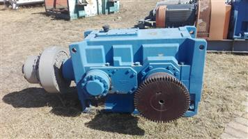Flender Gearbox 105.5 kW, Ratio 73, with Coupling (Refurbished)
