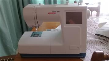 Bernina Deco 330 Embroidery Machiane