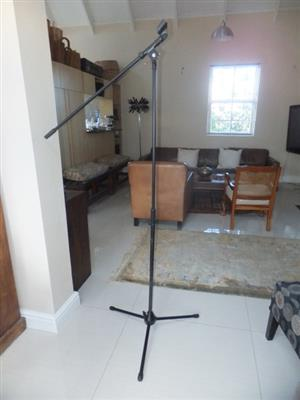 Shure Microphone Stand with Telescopic Boom Arm