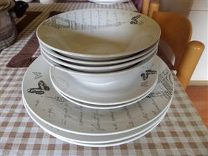 KITCHENWARE , PLATES AND BOWLS