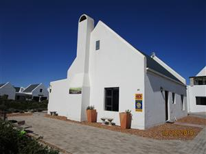 Tumble-In 2 Bedroom Holiday Accommodation, walking distance from the Beach, Dwarskersbos.