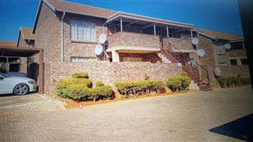 Spacious (78sqm) 2 Bedroom Flat for Rent: Philip Nel Park, Pretoria-West