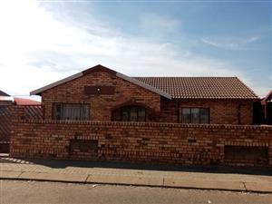 3 BEDROOMS FOR SALE ATTERIDGEVILLE LEBOLOBOLO STR R600 000.00 CALL SOPHY.