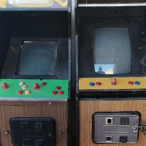 Arcade games x 3, old school, Taito and Street fighter working other 1 for spares.