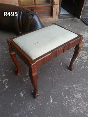 Swell Ball And Claw Dressing Table Chair 475X325X405 Junk Mail Machost Co Dining Chair Design Ideas Machostcouk
