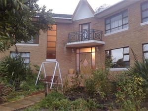 5 bedroom house in very safe area of Somerset West