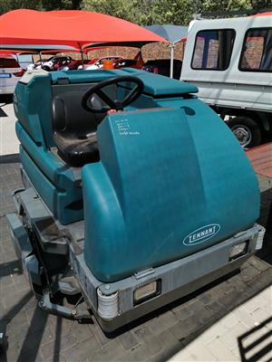 Tennant 7300 Ride on Scrubber