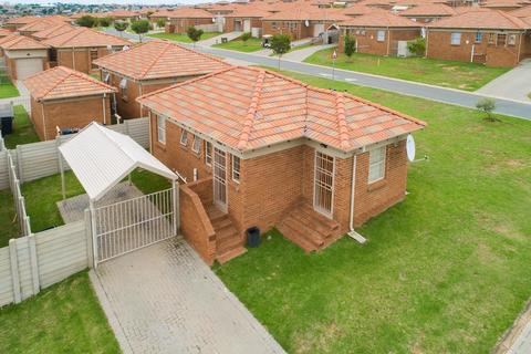 Looking for a place to call home, look no further!  You've just found what you looking for!! Unbeatable Price for 3 Bedroom at only R880 000.00 Call Now!!