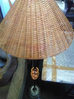 Lamp with woven lampshade