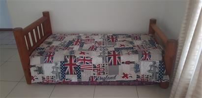 2x singel beds with matres and duvet covers