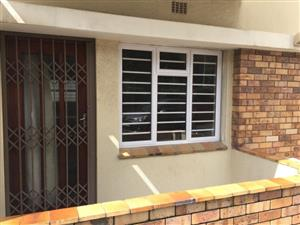A newly renovated bachelor flat to rent in rosebank cape town