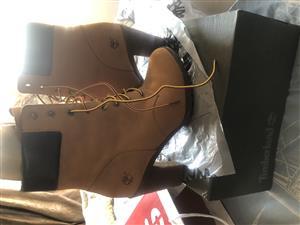 Timberlands ladies booths heels Arlington size 6 Honey color