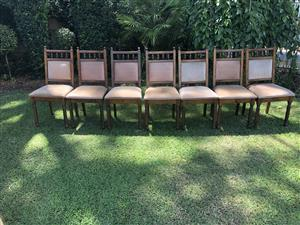 Dining room table with chairs-Die wilgers