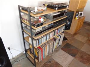 Hi Fi Stand - Excellent Condition Have dropped price from R1000 to R750