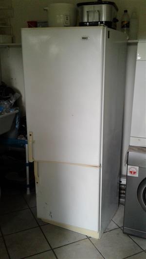 KIC 370 litre Fridge/Freezer Double Door