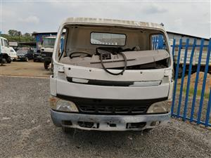 Stripping Toyota dyna truck for spares with Ed 33 engine