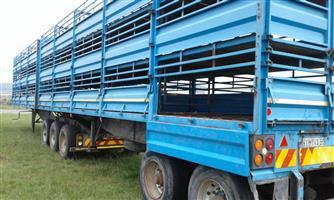 2013 Henred Superlink Cattle trailer