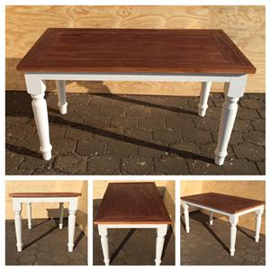 Patio table Chunky Cottage series 1480 with turned legs - Two toned