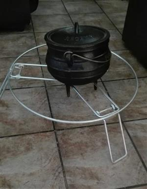 BLACK POTJIE WITH STEEL STAND FOR SALE