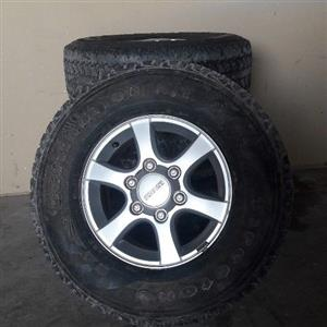 Isuzu rims and tyers
