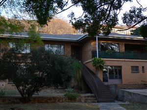 Silvertonrif. Ruim huis in stil veilige doodloopstraat teen berg naby Botaniese tuine.