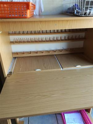 Groot ligte hout naaldwerk kas