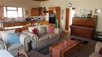 4bedroom spacious Beach house for sale - Struisbaai