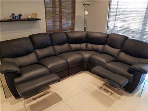 100% GENUINE LEATHER SUITE WITH 2 ACTION RECLINERS - LIKE NEW