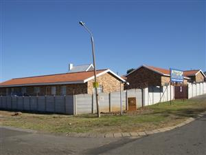 AUCTION! AUCTION! TOWNHOUSE COMPLEX IN FOCHVILLE