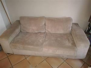 Selling a couch in excellent condition